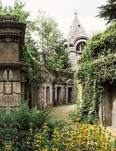 """伦敦Highgate公墓,Rafe在与阿纳斯塔西娅相遇之后得以休息。 """"据说,有一个Highgate吸血鬼在场地上漫游,不一会儿,我就装满了他的不死鞋子。"""""""
