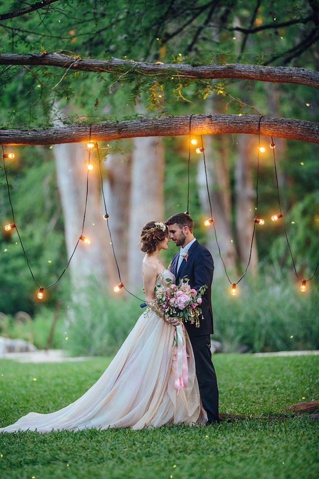 异想天开的婚礼背景与小酒馆灯|克里斯蒂娜卡罗尔摄影