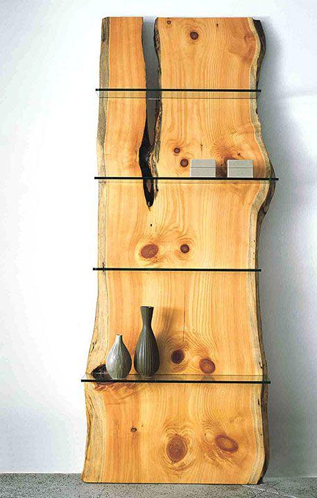在树切片的玻璃架子 - 美丽和有用