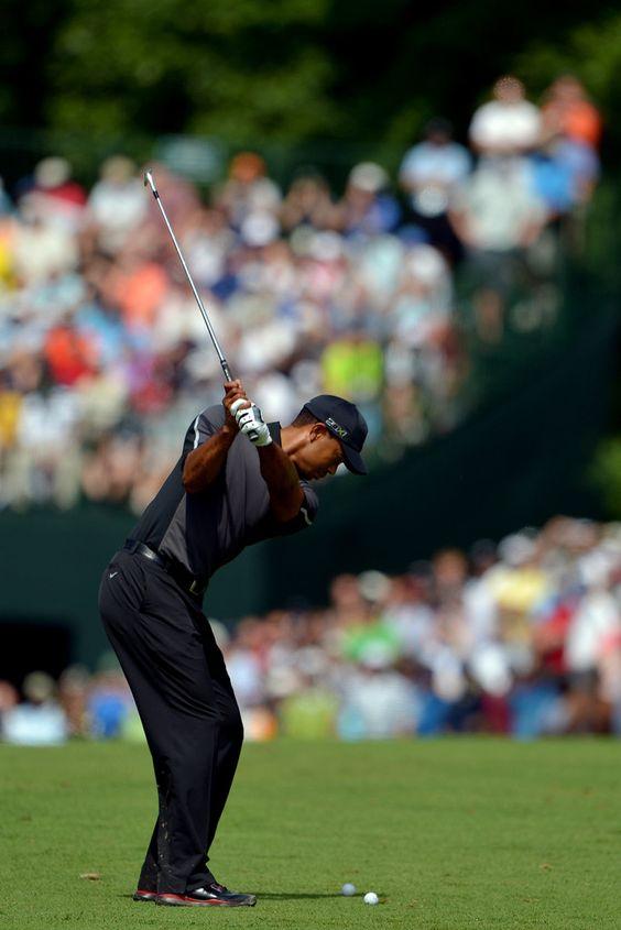 老虎伍兹照片 - 美国老虎伍兹于2013年6月11日在宾夕法尼亚州阿德莫尔举行的第23届美国公开赛梅里恩高尔夫俱乐部开始前的一轮练习赛中出手。 - 美国公开赛:预览