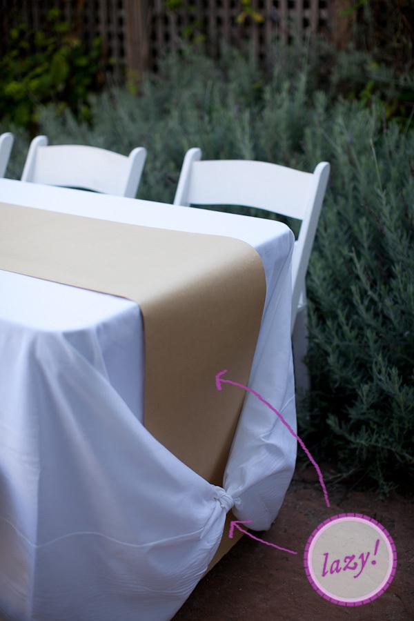 如何:制作牛皮纸转轮并系上桌布结
