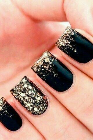 可爱的黑色和金色闪亮凝胶指甲设计!美甲设计,美甲,美甲沙龙,欧文,纽波特海滩