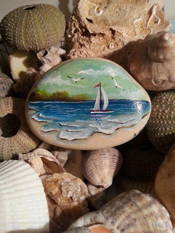 海滩石画,海景画石,彩绘岩画,帆船石,海上风景画石,石画集。我在费特希耶的海滩上展示了这些用丙烯酸涂料绘制的特殊宝石。这是完全用刷子手绘,它与清漆庇护。这海滩石头绘画可以使用在家,在您的办公室或作为重量纸裁减装饰。它可以被认为是一个非常特殊的礼物。这海滩石头绘画永远是一个不同的礼物选项,海上爱人,生日,婚礼,家庭护理,圣诞节,母亲节的理想礼物..这海滩石头绘画可以留给你一个独特的时刻画。如果你喜欢真正的手工制作的产品不要错过:)海滩石画大小:高度:6厘米(2.3英寸)宽度:8厘米(3.1英寸)所有项目将仔细包装,以确保他们在完美的状态。请记住,颜色可能因显示器而异。感谢您访问我的商店! ★我希望快乐的日子;)