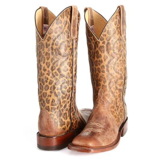 由Anderson Bean Boot Company设计的豹纹牛仔靴。 PFI Western Store独家销售。