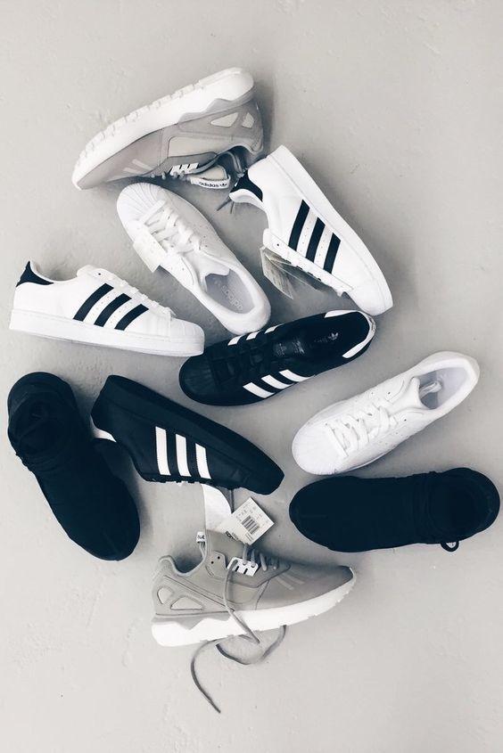 黑色/白色/灰色Adidas运动鞋