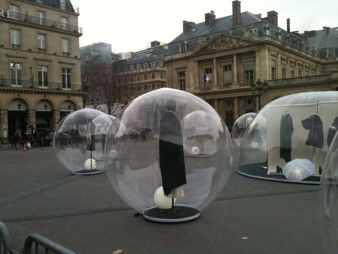 Paris / Installation of fashion near the Louvre