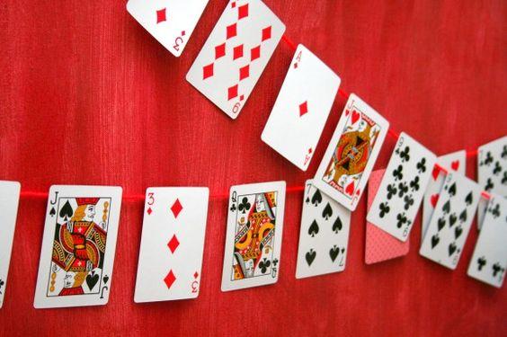 你是否有几张纸牌不在牌桌上,或者是时候摆脱它们了?不要把它们扔掉!这里有10种方法可以重复使用卡片。