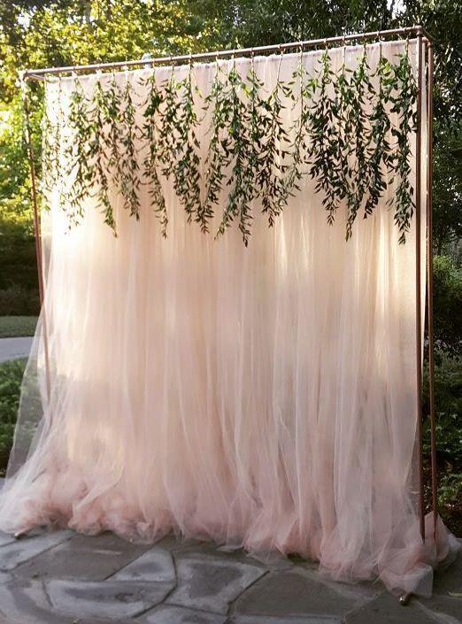 独特的户外婚礼装饰;通过Haute Floral