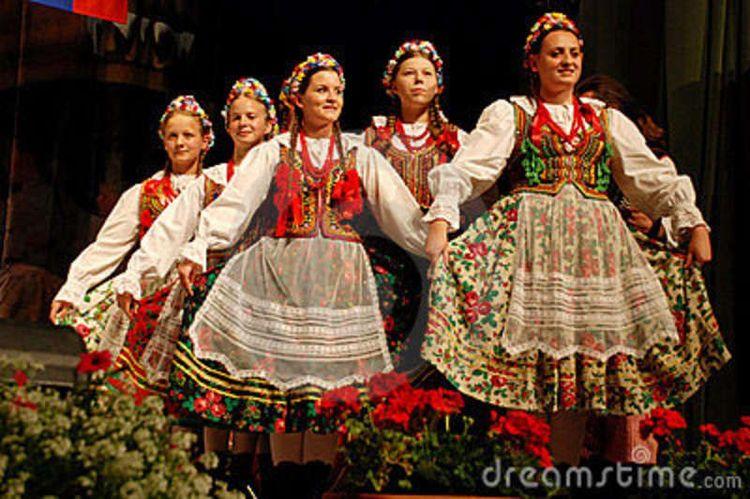 Polish Costumes For Sale | polish women folk dancers from a polish traditional dance ensemble ...