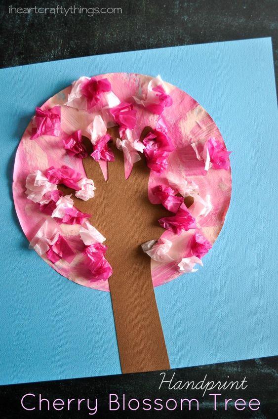 我喜欢在春天看到所有创意樱花工艺品。我们决定搭上乐队马车,让这棵手印树充满樱花,类似于我们的手印苹果树。我喜欢咖啡过滤器上的粉红色混合物,以及它们与咖啡过滤器的搭配如何...