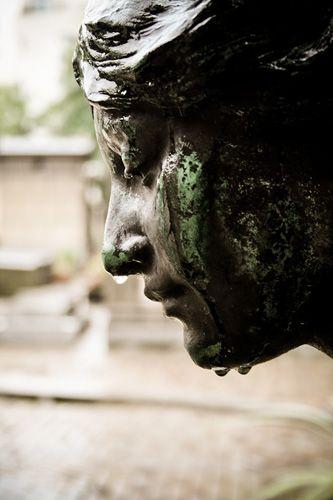 """Pere Lachaise的墓地""""哭泣"""""""