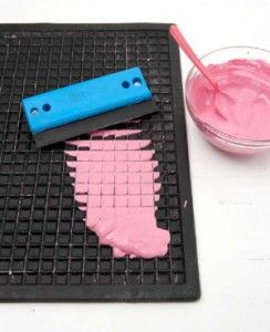 使用木胶,水,石膏和丙烯酸涂料制作您自己的定制马赛克瓷砖。