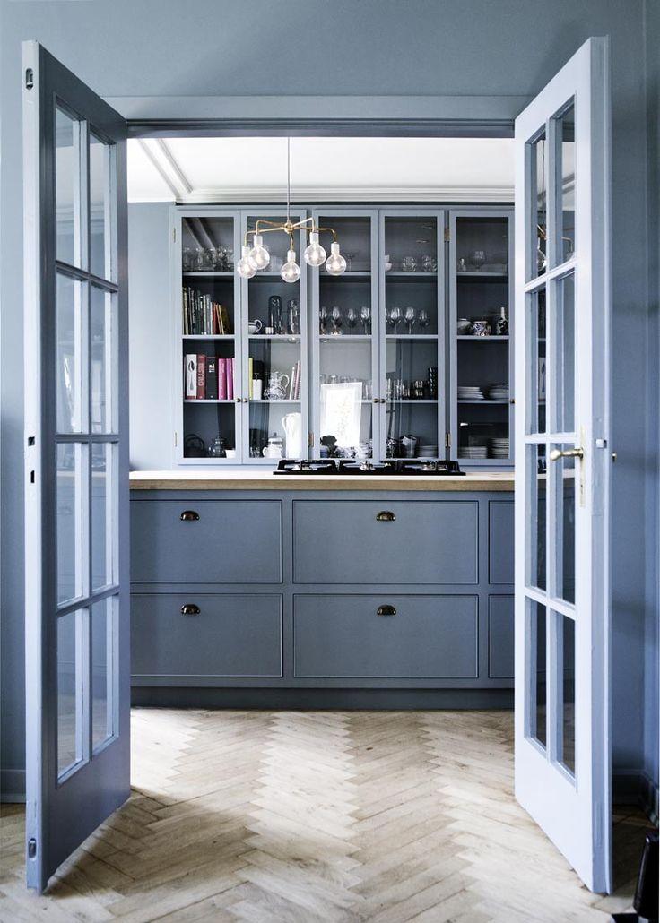 灰蓝色法式门。