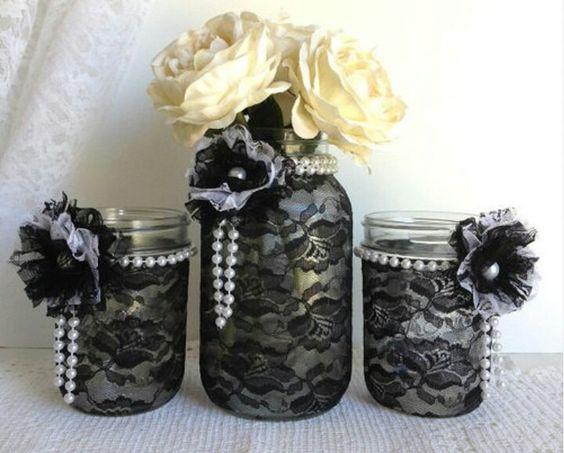 你知道任何DIY材料比梅森罐子更通用吗?这绝对是工匠最喜欢的项目,因为他们可以做出任何事情。你需要一个花瓶吗?只需用一张纸巾和一些缎带包裹一个泥瓦匠,你的花瓶就准备好了。你没有浴室套装。没问题。 [...]