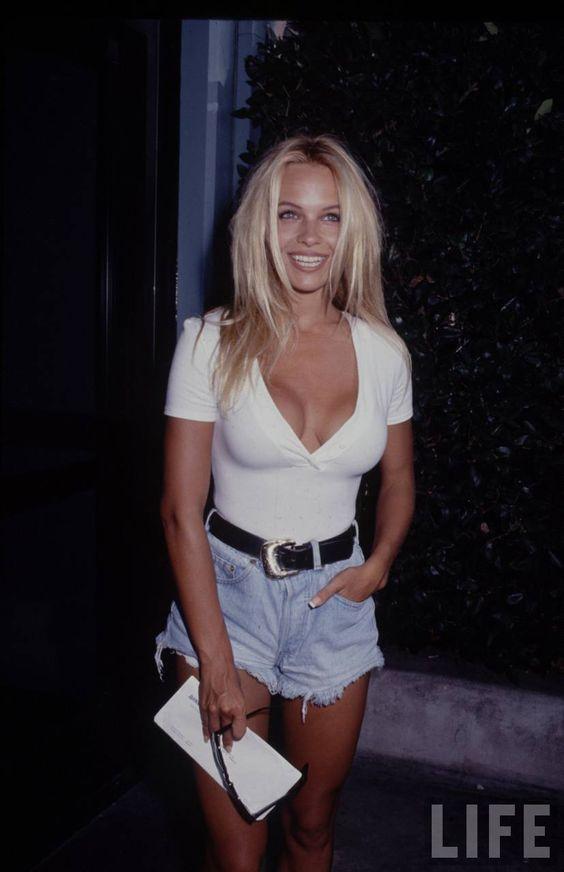 你在这里听到了:Pamela Anderson正在走向热门
