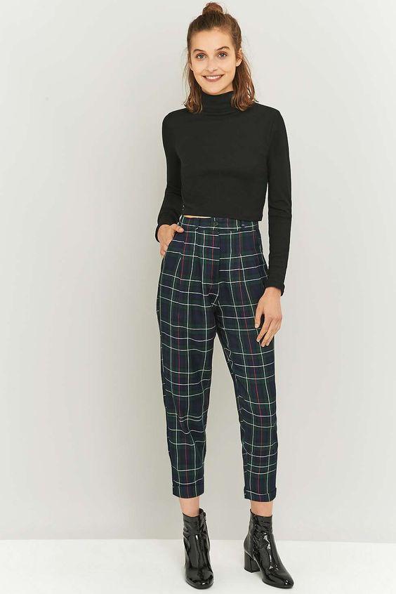 Shop Urban Renewal复古残留物今日Urban Outfitters的绿色格纹长裤。我们为您提供所有最新的款式,颜色和品牌,从这里选择。