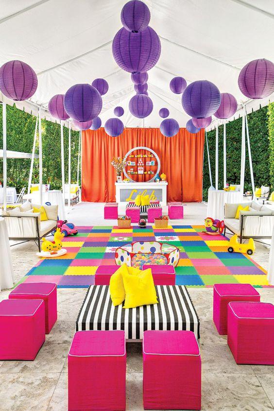 安迪·沃霍尔波普艺术生日派对可以蛋糕,大蛋糕粉碎蛋糕,红狗饼干,流行艺术照片背景+鲜艳的彩色游乐区
