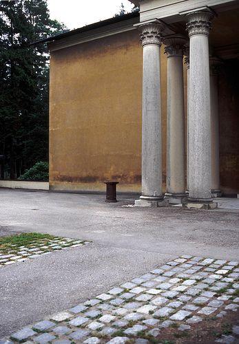 复活教堂,1925年,在斯德哥尔摩林地公墓,拱门。 Sigurd Lewerentz