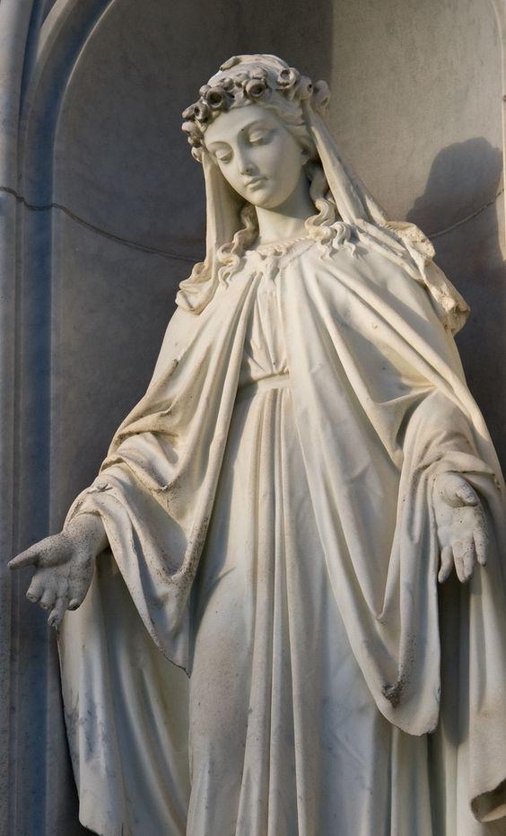 采取在圣洁十字架宽容公墓。
