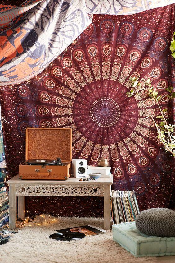 今天在Urban Outfitters购买神奇的想法Odette Medallion Tapestry。我们为您提供所有最新的款式,颜色和品牌,从这里选择。