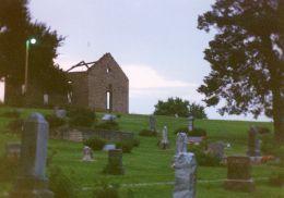 我住在距堪萨斯州小镇Stull的着名墓地约十英里的地方。随着万圣节的临近,描述一些Stull公墓的传说似乎是恰当的。这个地方可能会也可能不会闹鬼,但它是一个......