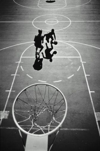 打篮球,高的看法的两个人