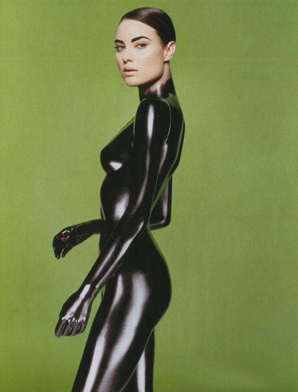 supermodelgif:  Shalom Harlow photographed by Sølve Sundsbø for Numéro France, January 1990