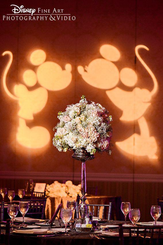 米奇和米妮在沃尔特迪斯尼世界的婚礼招待会上做了最可爱的外观