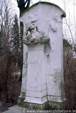 布拉汉姆坟墓,维也纳奥地利喜欢这个墓地。看到所有着名作曲家的墓地,只是站在敬畏之中真是太棒了!
