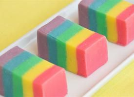 这款出色明亮大胆的Rainbow Fudge是参加派对或赠送礼物的绝佳选择! ......更多+更少 -