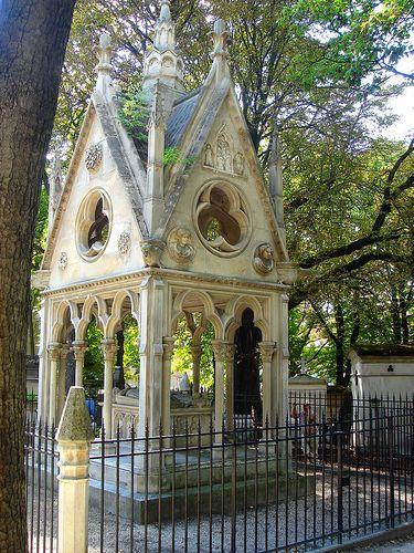在Pere Lachaise墓地的Heloise和Abelard的坟墓