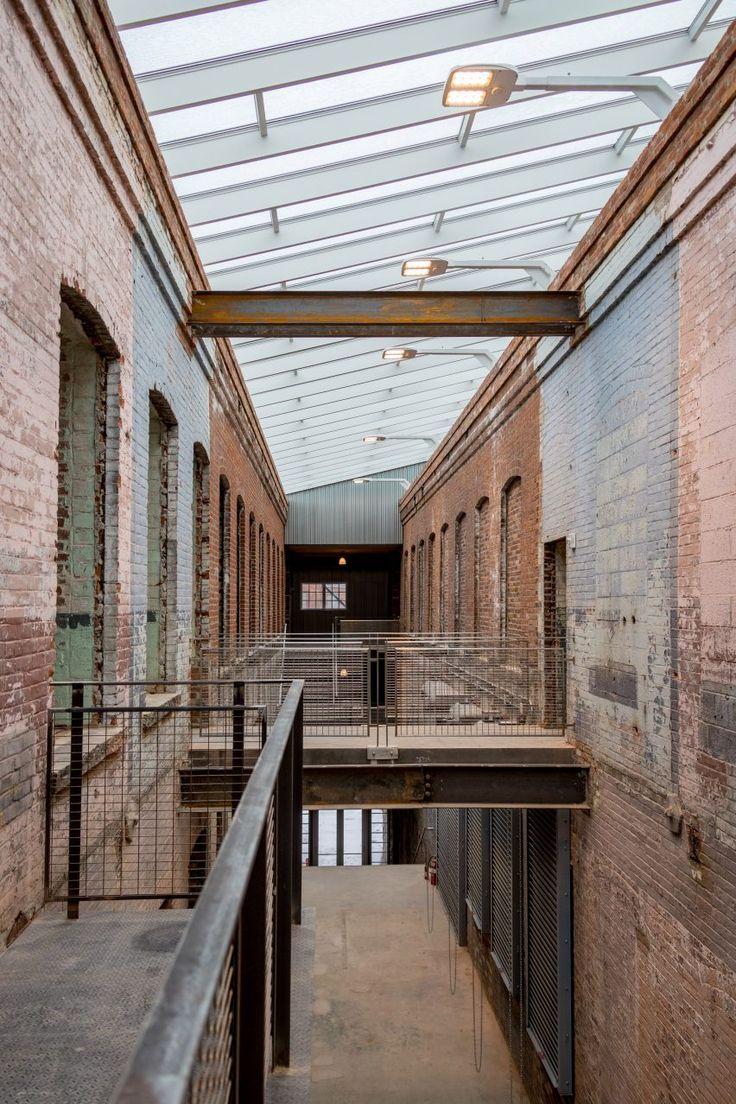 该博物馆位于马萨诸塞州伯克希尔地区工业城市北亚当斯的中心地带。