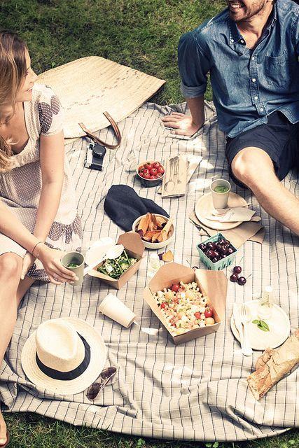 爱|夏季野餐在公园里| via:virginie photography