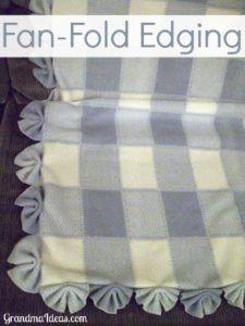 这种风扇磨边在婴儿毯上制作非常简单 - 使4英寸的切口分开4英寸,像风扇一样折叠,并在中心形成锯齿形。