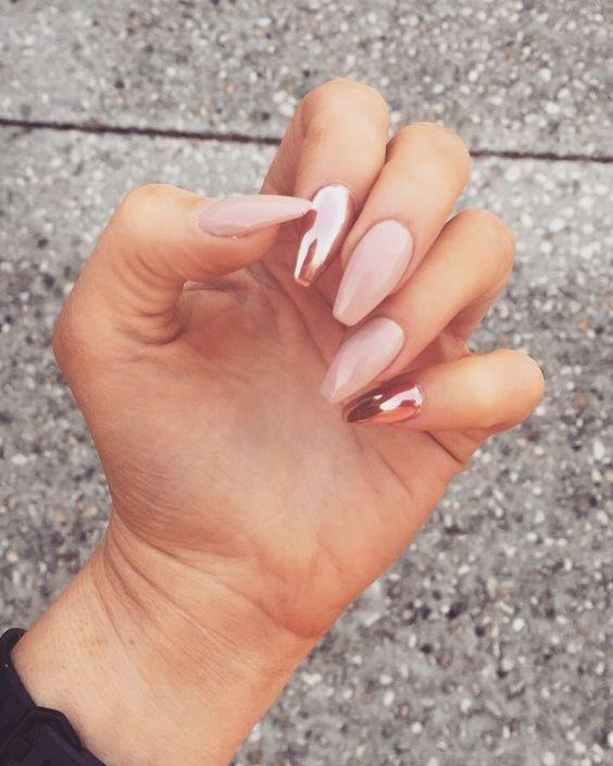 26+美丽的夏季指甲艺术收藏理念,了解最热门的美容趋势,技巧,以及头发,化妆和指甲的外观。