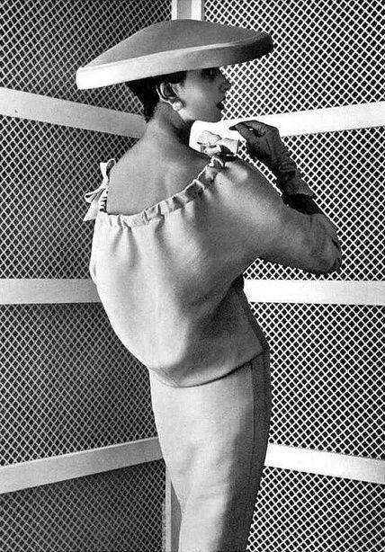 巴黎世家1955年