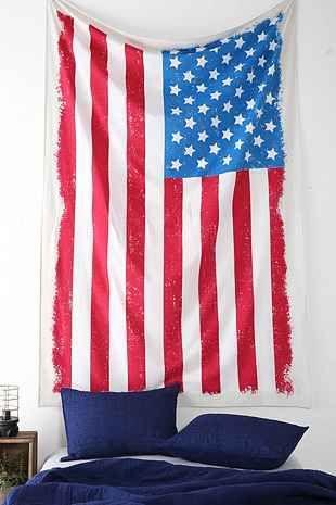 今天在Urban Outfitters店购买大型美国国旗挂毯。我们为您提供所有最新的款式,颜色和品牌,从这里选择。