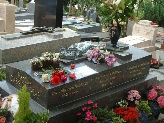 在pere lachaise墓地的edith piaf坟墓