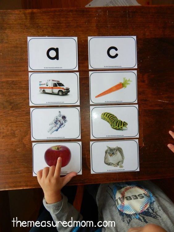通过这些免费的可打印字母图片卡学习基本概念,字母声音,并准备好阅读......