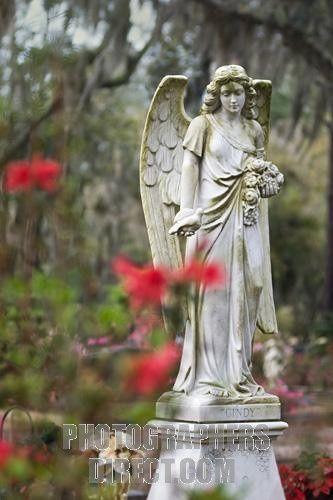在Bonaventure公墓的天使雕象大草原的,乔治亚。