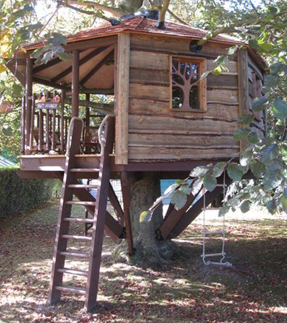 树屋里只有很小的空间,但是,你必须加入一些装饰和配件。你的孩子们会有自己的想法!此外,它挑战你的孩子们为他们梦想中的树屋引导他们的想象力。