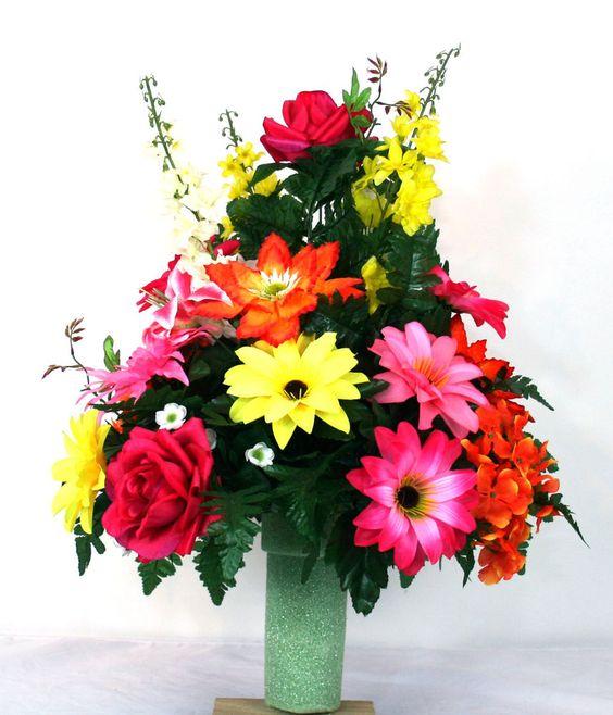 美好的春天花公墓花瓶花的布置。 #Crazyboutdeco