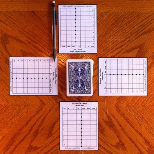 在这款快速简单的小数位游戏中,学生们通过玩纸牌互相竞争,形成最高的十进制数。
