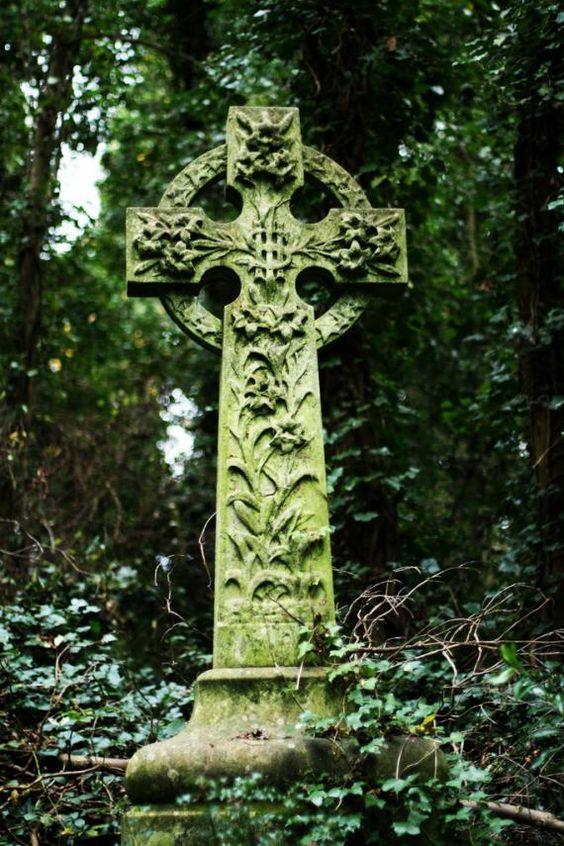 伦敦最令人毛骨悚然的墓地曾经是决斗魔法师和携带利害攸关的吸血鬼猎人的地点。
