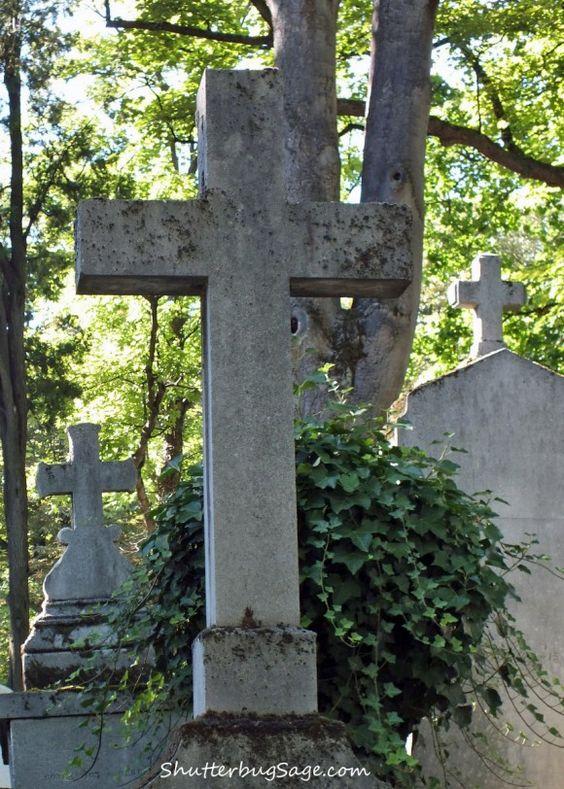 Pere Lachaise公墓位于巴黎第20区,是世界上访问量最大的公墓。许多哲学家,作家,艺术家,作曲家,科学家,外交官和其他人......