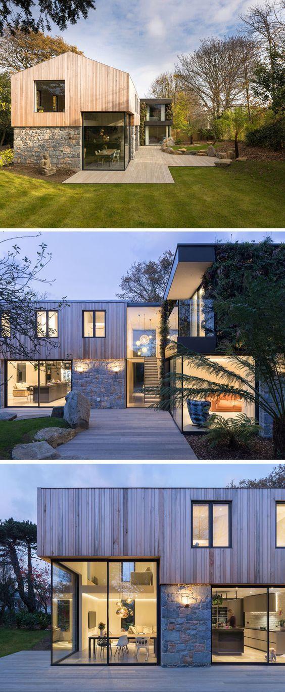 这栋现代化房屋的一楼采用雪松木制成,大窗户充满自然光线。 #Architecture #ModernHouse #Cedar