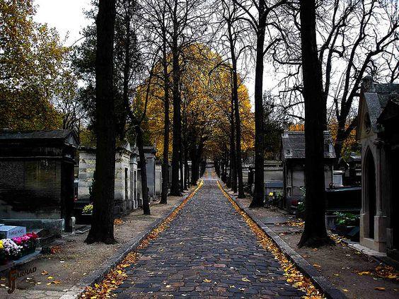 巴黎拉雪兹神父公墓......