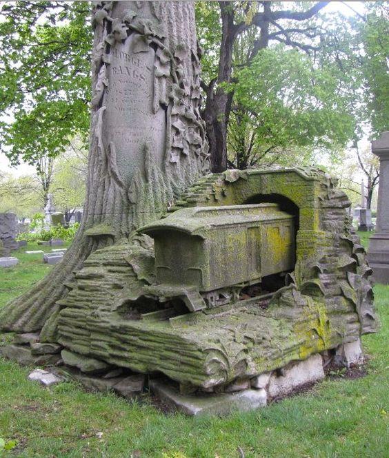 """""""芝加哥Rosehill公墓的这座纪念碑是美国邮政服务列车进入他最后的隧道。"""""""