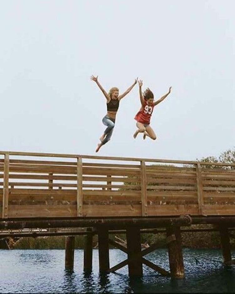 与你最好的朋友一起飞跃在你身边