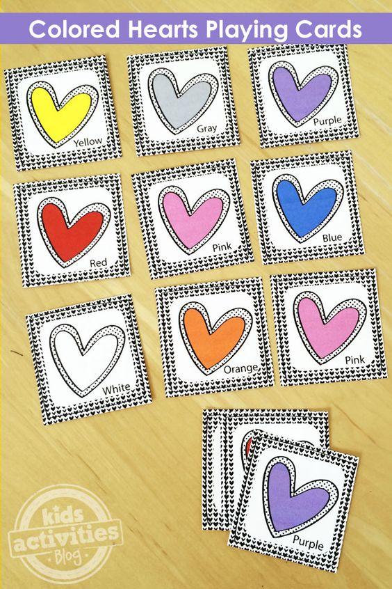 玩这些免费打印的彩色心形扑克牌玩整个游戏的乐趣。